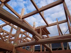 富山県産木材を使うと助成金、来年3月一杯までの完成で。