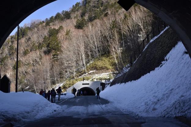 s-0933釜トンネルを抜ける